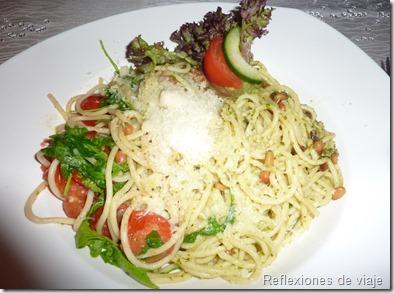 Pasta con tomate, rúcola y piñones. Restaurante Möhnesee