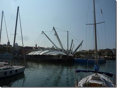 El bigo de Renzo Piano entre los barcos de Génova