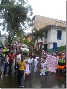 Desfile de niños en las fiestas de C. Bolivar